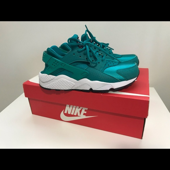 Nike Shoes - Nike Air Huarache 72ec40034